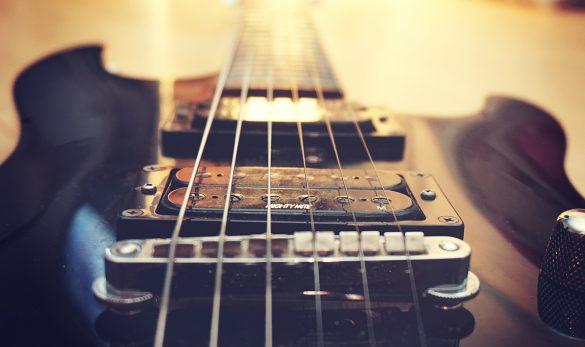 electric-guitar-924888_1920